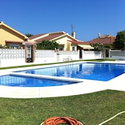 Detached House With Pool, 200m. the Beach, Restaurants and Shops