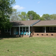 Private Friendly Country Home 2 Miles From Shakori Hills
