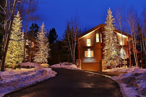 Ideal SKI In/out Home- Upper Deer Valley-10 Person hot Tub, 2 Family Rms, 5 bdr