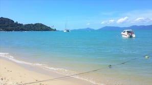 Gần bãi biển