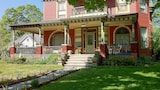 Grand Avenue Bed and Breakfast - Carthage Hotels