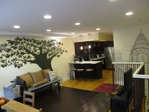 The Bushwick Apt 3br 2ba 20 Mins To Nyc. Families And Groups Welcome!