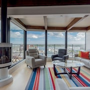 Henry Penthouse Suite: Amazing Views, Waterfront, in the Heart of the Old Port