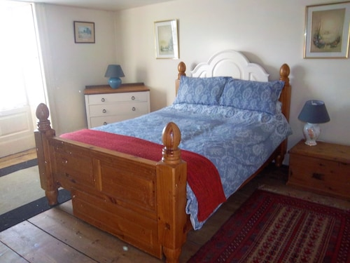 Cosy Peak District Village Apartment - Sleeps 4 - Pets Welcome - Woodburner