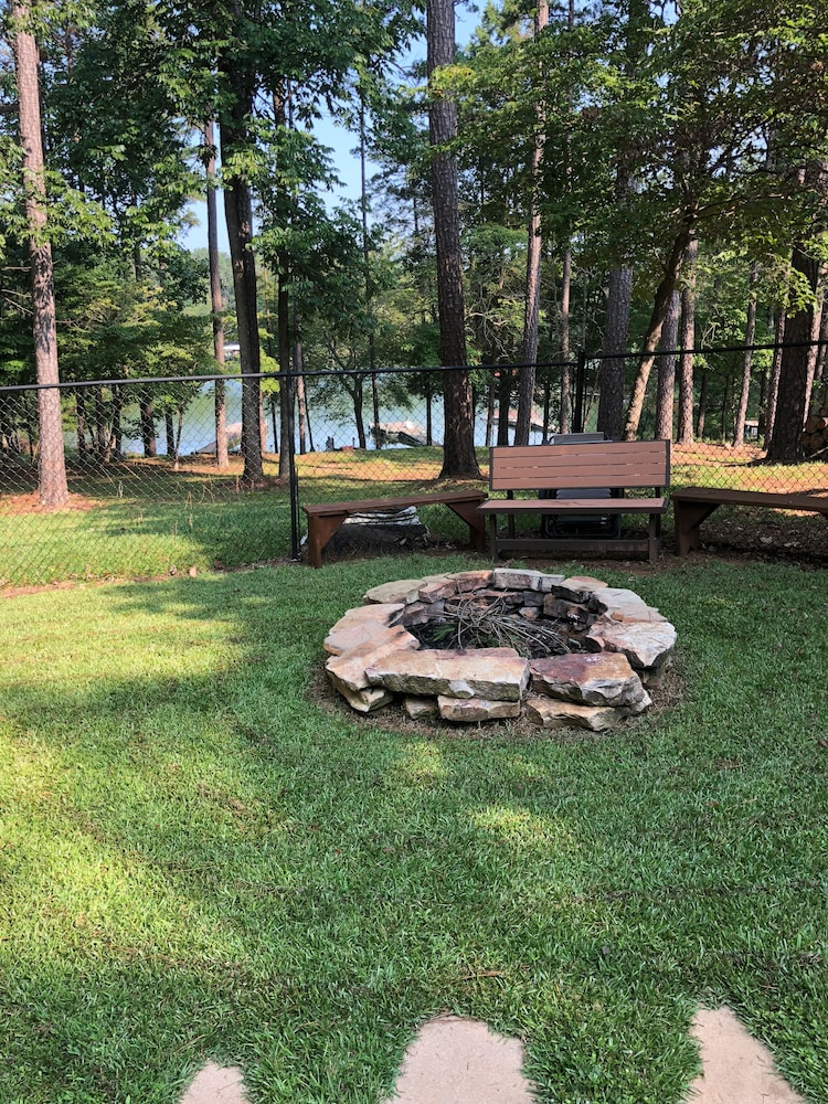 Property Grounds, Cozy Lakefront Cabin Perfect for a Relaxing get Away!