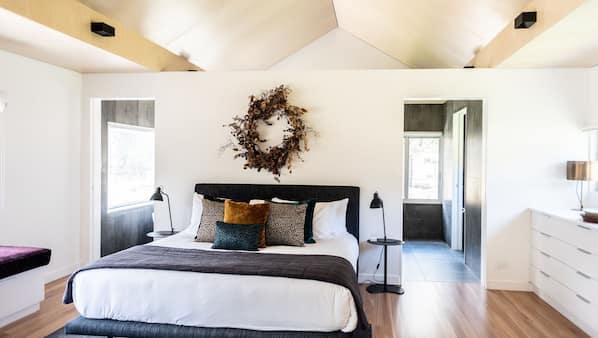 4 bedrooms, premium bedding, desk, iron/ironing board