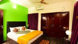 3 bedrooms, Egyptian cotton sheets, premium bedding, minibar