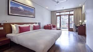 Premium bedding, in-room safe, desk, iron/ironing board