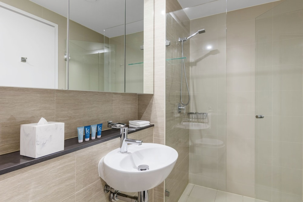 Bathroom, Meriton Suites Campbell Street, Sydney