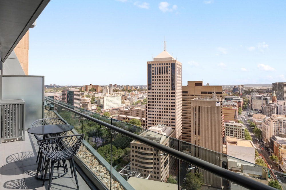 City View, Meriton Suites Campbell Street, Sydney