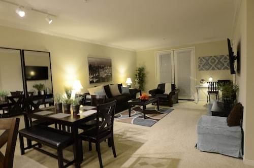 Luxury Living - Spacious Private 1 Bed, 1 Bath That Sleeps 4