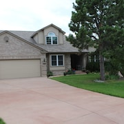 Beautiful Home With Hot Tub 5 Miles to Air Force Academy Sleeps 12