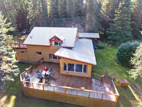 The River House - Private 1.6 Acre Upper Kenai Riverfront Home - Cooper Landing