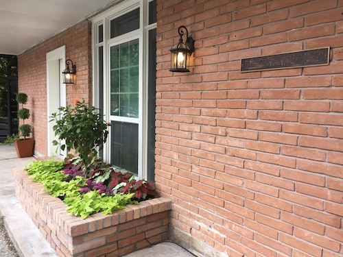 Rice / Museum District Retreat ~ $75 ~ Private 1br/1ba in 2br/2ba Condo ~ Shared