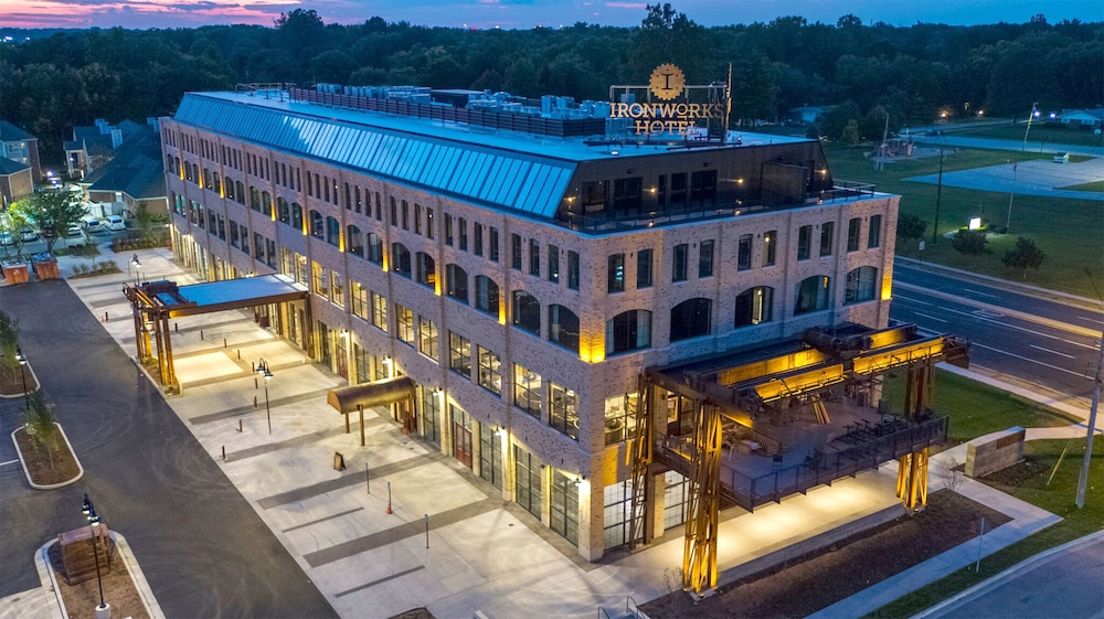 Front of Property - Evening/Night, Ironworks Hotel Indy