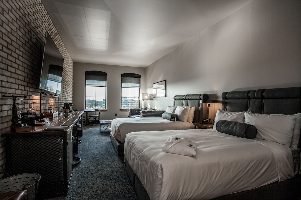 Room, Ironworks Hotel Indy