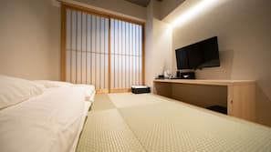 In-room safe, laptop workspace, soundproofing, free WiFi