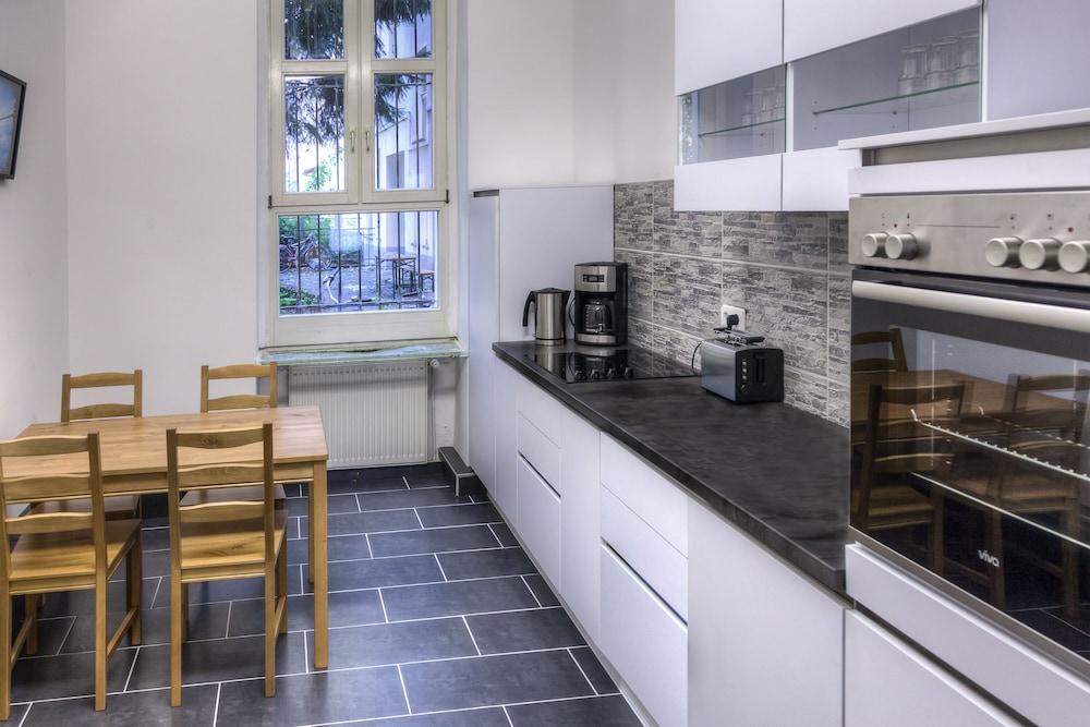 200 m² for op til 14 Personer. 5 Soveværelser, 2,5 Bade (Berlin ...