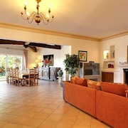 Large Family 6 Bedroom Villa With Pool and Billiards