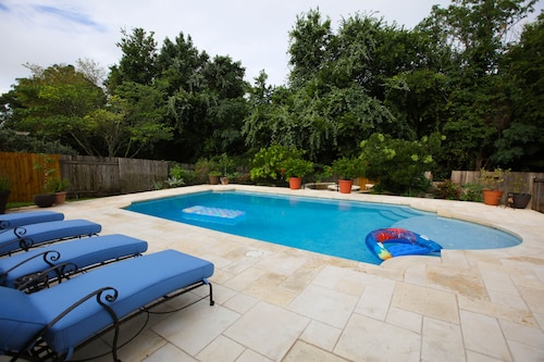New Listing-beautiful Home With Custom Pool Near Popular Nightlife Area