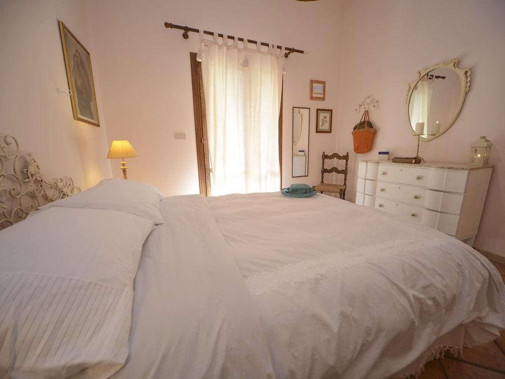 Candele Camera Da Letto : Rentopolis villa le candele campofelice di roccella italia