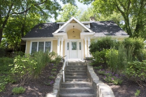 Vintage Lake Michigan Beach Cottage: 4br+loft,3ba-sleeps 17