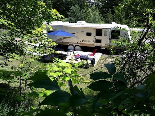 Private Caravan on Beautiful 2.5 Acre Wooded Setting Close to Village and Beach