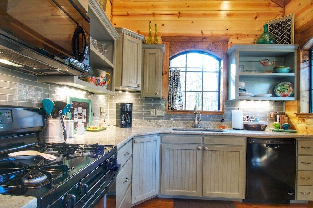 Private Kitchen, French Country Honeymoon and Couples Cottage