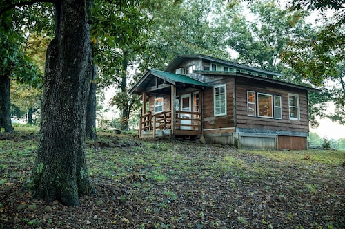Ozark Cozy Cabin With Location and Mountain Views!