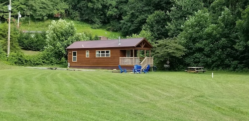Lazy Daze Cozy Cabin! 5 Minutes to Cherokee or Bryson City