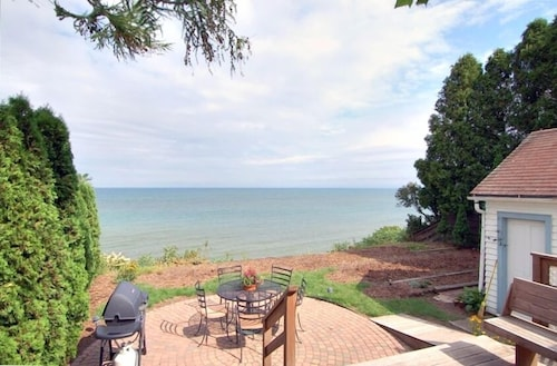Balcony, Directly on Lake Michigan! Last Minute Bookings Welcome!