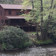 3 Bedroom Mountain Log Cabin With Wifi on Snowbird Creek