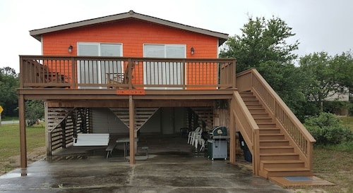 Cozy Two Bedroom Cottage in the Heart of Kill Devil Hills, NC. OBX