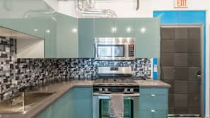 Fridge, microwave, oven, cookware/dishes/utensils