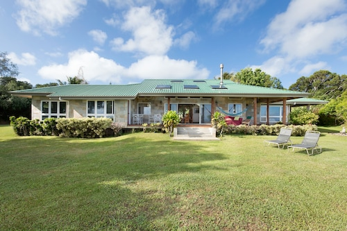 3 Bedroom Custom Home on Lush 10 Acre Private Estate With Sweeping Ocean Views