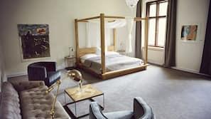 Zimmersafe, Schreibtisch, kostenlose Babybetten, kostenloses WLAN