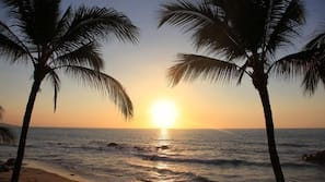 Ubicación a pie de playa, cabañas de uso gratuito y toallas de playa