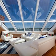 Percival Penthouse Suite: Breathtaking Views, Cupola, Walk to Restaurants