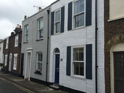 Mermaid Cottage - a Pretty Period Seaside Property Within Deal Conservation Area
