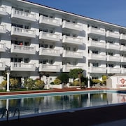 Apt. 200 Meters From the Beach, Ideal for Couples or Families. Community Pool