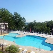 Lakefront! Views! Large Pool! Park Setting! Stay 7+ Nights and Save $$