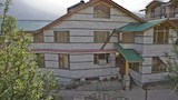 OYO 8866 Mountain Face Cottage - Manali Hotels