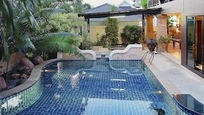 室外泳池、天然泳池