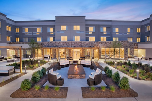 Hotels near Parsippany (CDW) Airport with Free Shuttle