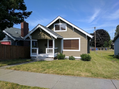 Kingsridge - Bright 2bd 1ba in Central Location