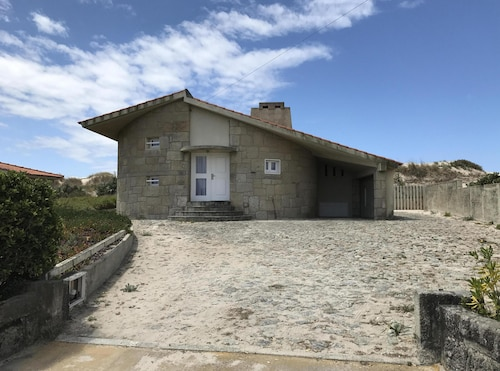 House in the Dunes Subdivision Suave Mar in Esposende With Direct Access to the Beach
