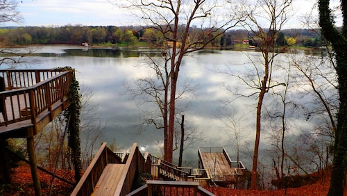 Gorgeous Lakefront Log Home w/ Pool & Boat Dock on 3 Fenced Acres! Dogs Welcomed