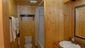 Ensemble douche/baignoire, articles de toilette gratuits