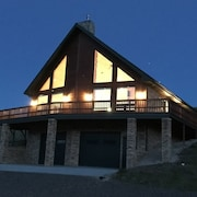 Located in the Heart of Yellowstone Country That Accommodates 12 Guests!