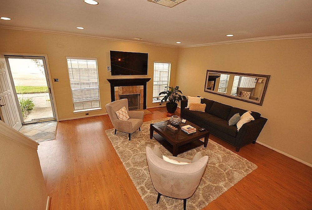 Medical Center Townhome W 2 Car Garage In Houston Hotel Rates